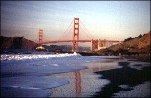 die Golden Gate Bridge vom Strand aus, San Francisco