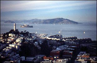 Blick auf Downtown San Francisco und Alcatraz