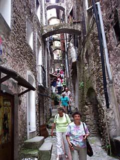 die engen Gassen von Dolceaqua bei San Remo