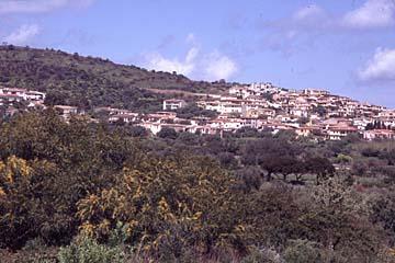kleine Küstenorte wie Porto Ottiolu an der Ostküste von Sardinien