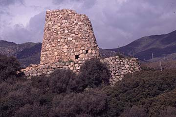 die Nuraghe S`Oro, turmartiger Wach- und Wehrbau aus der Bronzezeit, Sardinien
