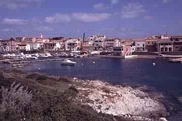 das Städtchen Stintino auf Sardinien, Italien