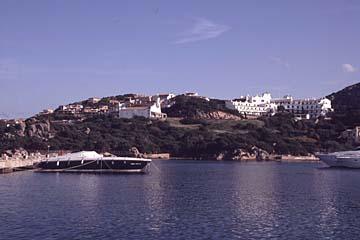 die Küste bei Porto Cervo auf Sardinien, Italien