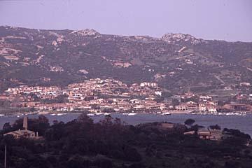 Ausblick auf den Golfo d`Arzechena auf Sardinien, Italien