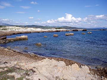 Felslandschaft am Capo Comino im Osten von Sardinien, Italien