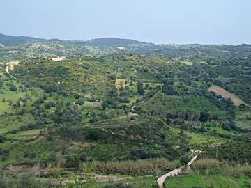 Berglandschaft auf der Fahrt nach Lanusei in Sardinien