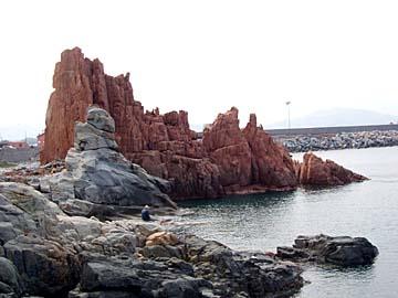 die roten Klippen von Arabatax auf Sardinien