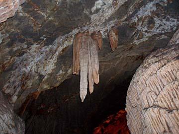 Stalaktiten in der Grotte de Su Mannau, Sardinien