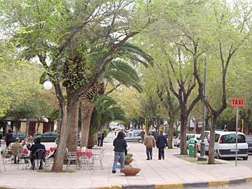das Leben auf den Straßen von Alghero, Sardinien