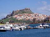 Der Touristenort Castelsardo mit seiner Burg auf Sardinien