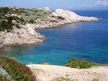 die Küste am Capo Testa im Norden von Sardinien, Italien