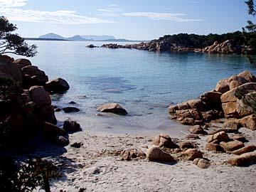 die großartige Naturlandschaft an der Costa Smeralda auf Sardinien