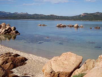 das smaragdgrüne Meer bei Arzachena, Sardinien