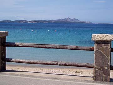 an der Straße bei Baia Sardinia auf Sardinien, Italien