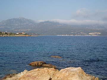die Küste bei Porto Rotonto auf Sardinien, Italien