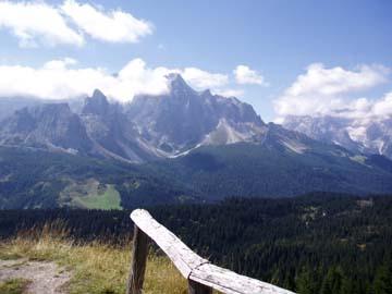 Aussicht auf die Dolomiten vor dem Kreuzbergpass, Südtirol
