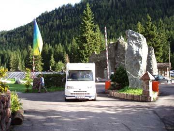 an der Ausfahrt vom Campingplatz Caravanpark Sexten, Südtirol