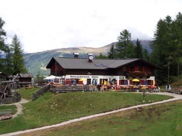 Rast an der Rotwandwiesenhütte bei Sexten, Südtirol