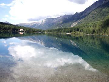 Blick auf den Autholzer See, Südtirol