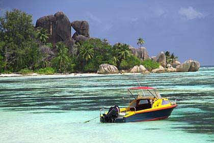 Markante Granitfelsen am Strand Anse Union auf La Digue