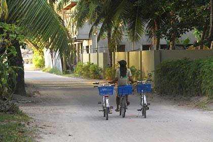 Radfahren auf La Digue auf den Seychellen