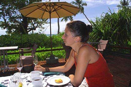 Morgens beim Frühstück auf Silhouette
