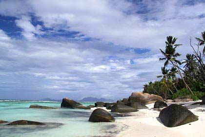 Einsame Strände gibt es auf den Seychellen für auf allen Inseln