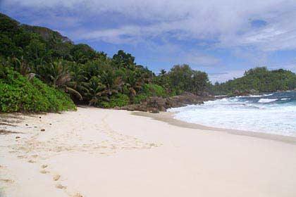 Der idyllische Strand Anse Intendance auf Mahé