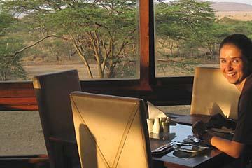 Ausblick auf die Serengeti schon beim Frühstück
