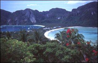 der wunderschöne Halbmondstrand von Phi Phi Island, Thailand