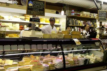 Käsestand im St. Lawrence Market, Toronto, Kanada