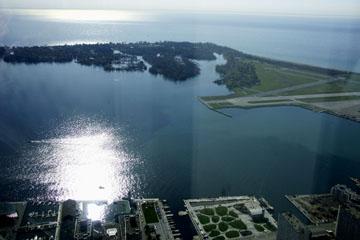 Harbour Front und Toronto Islands vom CN Tower, Toronto, Kanada