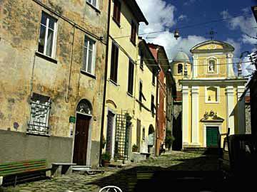 das Dorf Nicola an der Grenze zu Liguren in der Toskana, Italien