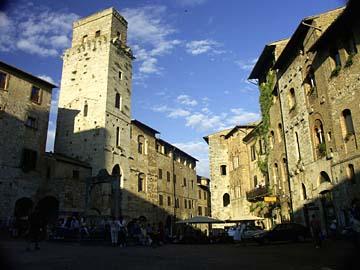 Am zentralen Platz von San Gimignano in der nähe von Siena