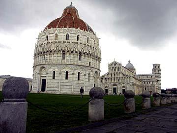das Baptisterium und der Dom zu Pisa in der Toskana, Italien