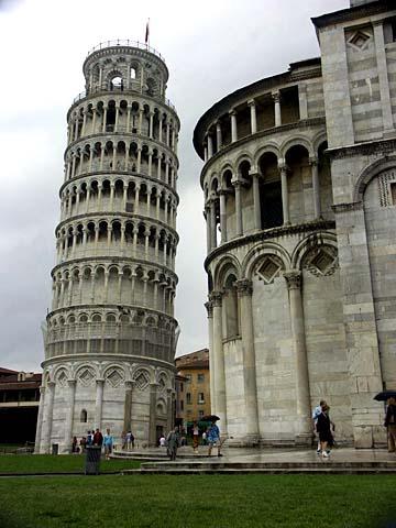 der Campanile - der schiefe Turm - von Pisa in der Toskana