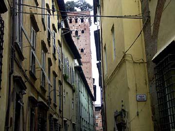 In den Straßen von Lucca in der Toskana, Italien