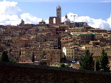 Aussicht auf Siena von der Basilika di San Maria di Servi, Toskana