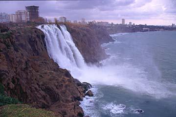 die Karpuzkaldrian-Wasserfälle bei Antalya, türkische Riviera