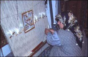 in einer Teppichknüpferei, Türkei