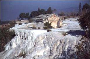 ein Grab in Pamukkale, türkische Riviera
