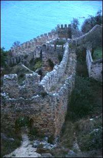 die Stadtmauer der Burgfeste von Alanya, türkische Riviera