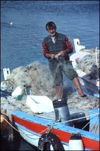 ein Fischer im Hafen von Side, türkische Riveria