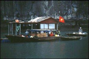Auf dem Boot in der Halong Bay im Norden von Vietnam