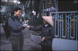 Freundliche Vietnamesin in Hanoi, der Hauptstadt von Vietnam