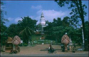 Der Wat Phnom im Zentrum von Phnom Penh, Kambodscha