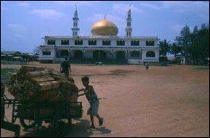 Die International Mosque am Boeng Kak See in Phnom Penh, Kambodscha
