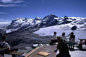 auf der Terrasse, Hörnlihütte am Matterhorn, Wallis, Schweiz