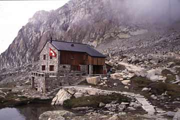 Die Almageller-Hütte im Wallis in der Schweiz