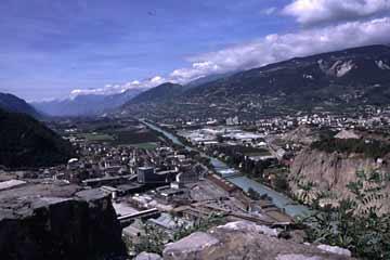 Ein herrlichen Blick ins weite Rhonetal im Wallis in der Schweiz